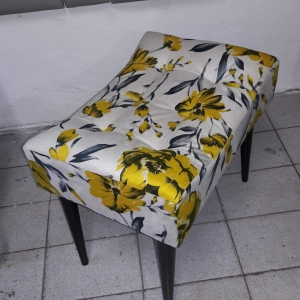 Banquetas Retro, pés palito, tecido Suede florido amarelo