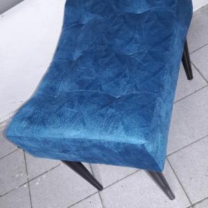 Banqueta pés palito tecido suede azul liso